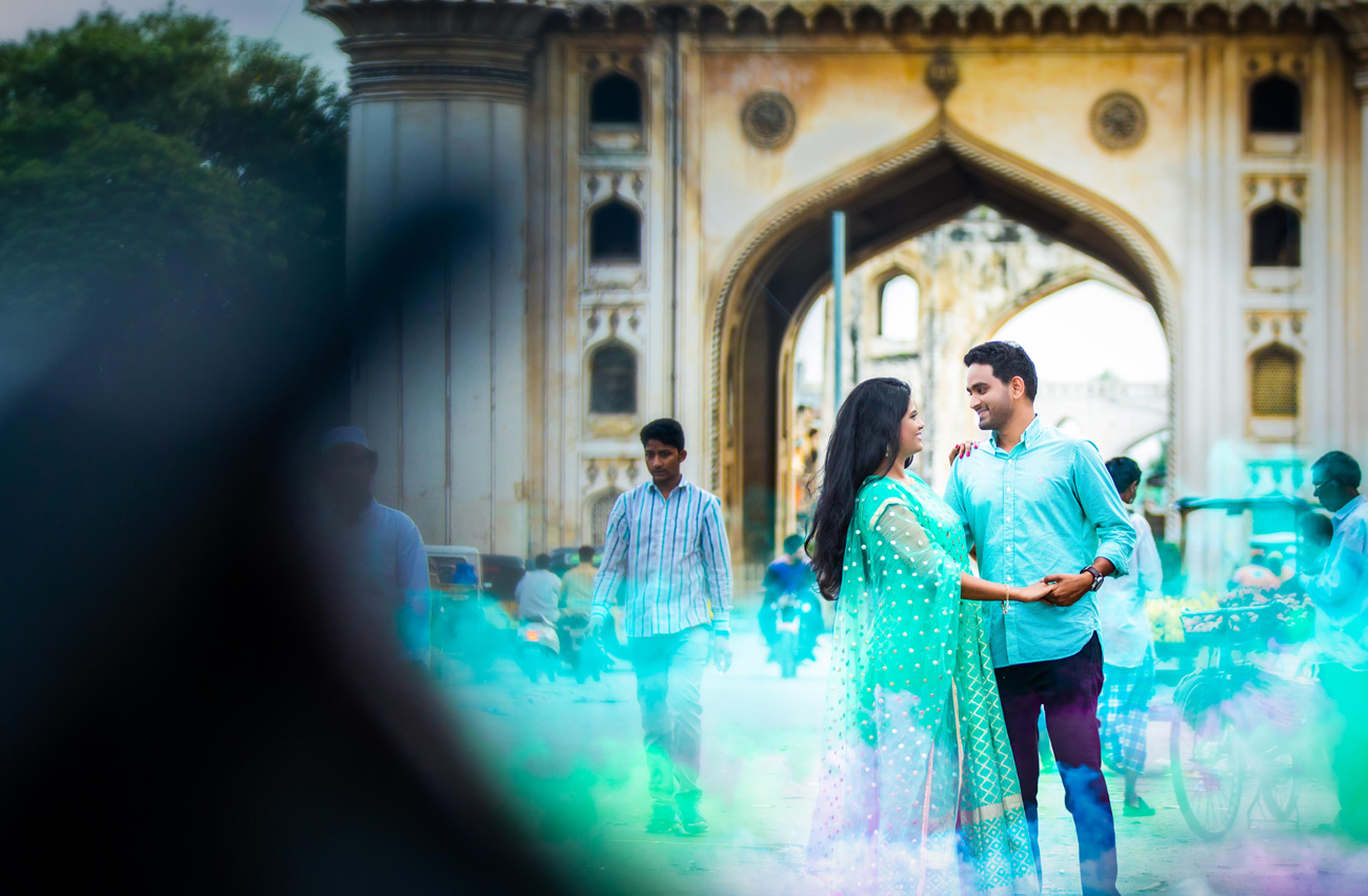 blue-colour-love-vshoot-candid-holding-hands-charminar