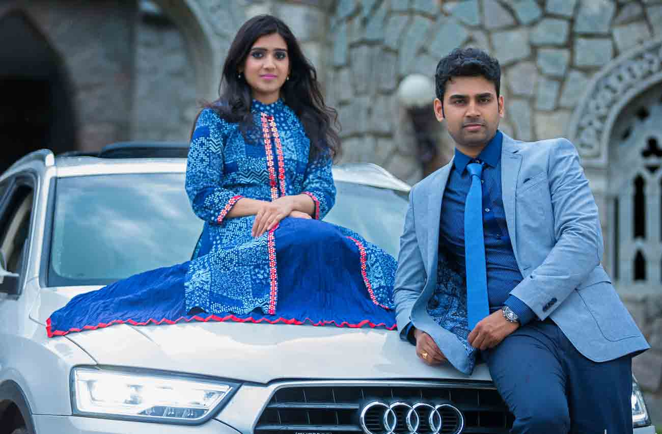 blue-colour-love-vshoot-candid-car-pose-style