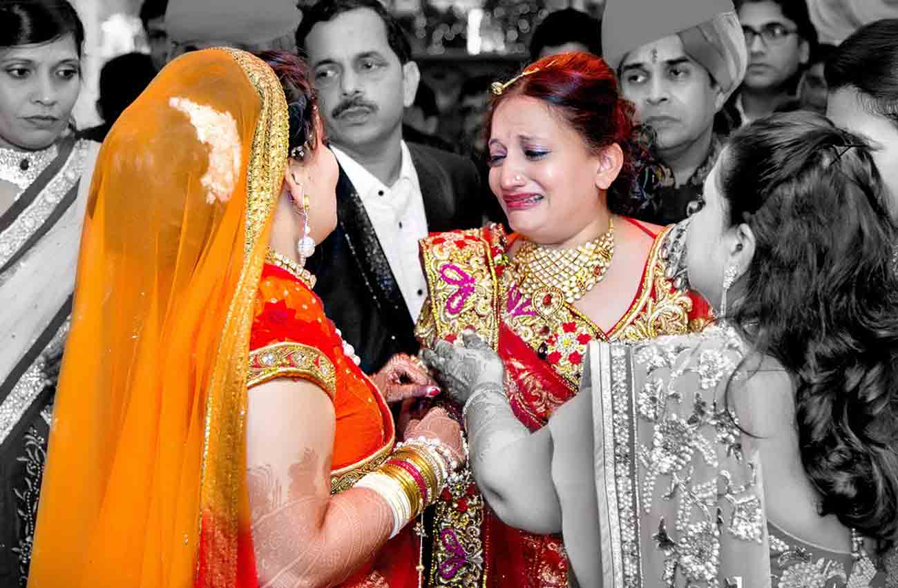 bidaai-crying-love-mother-daughter-wedding-vshoot